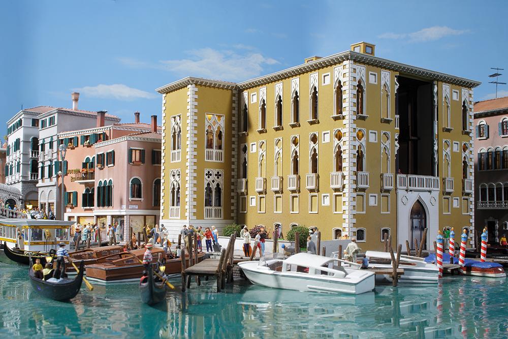 venedig-kanal-palais
